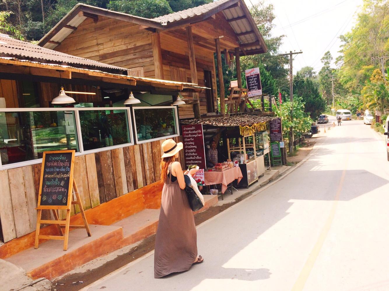 チェンマイ郊外のおしゃれカフェへ