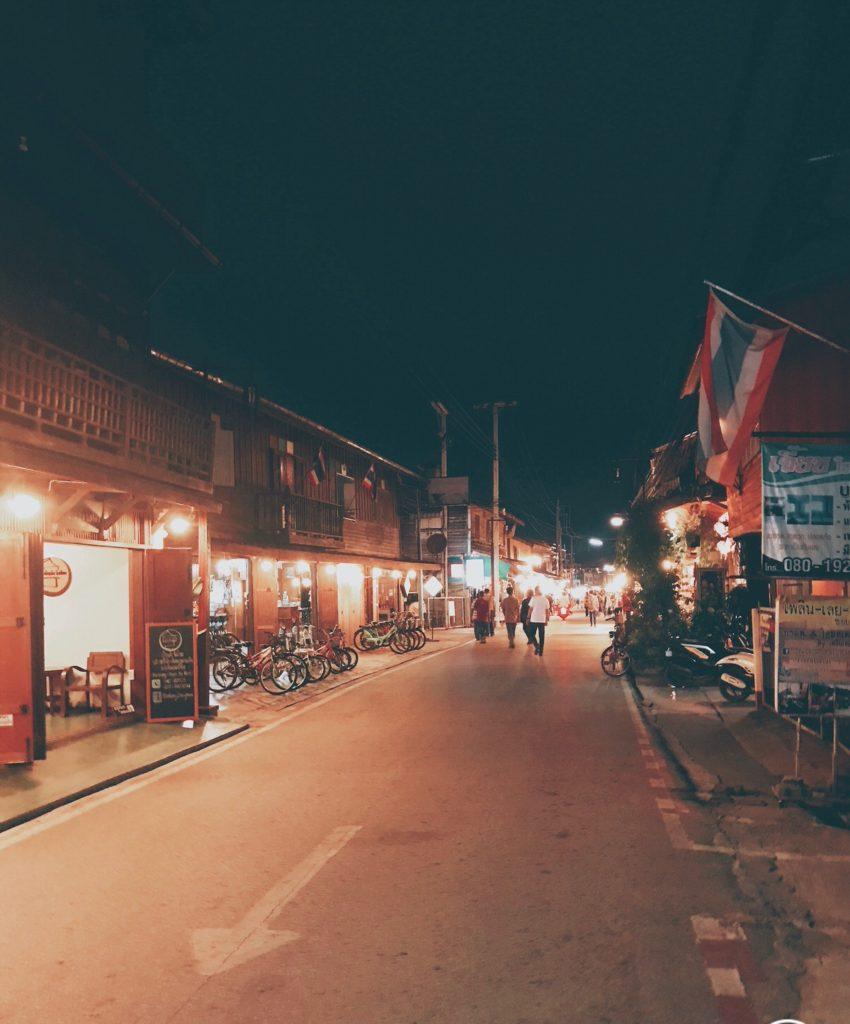 メコン川沿のノスタルジックな町 チェンカン